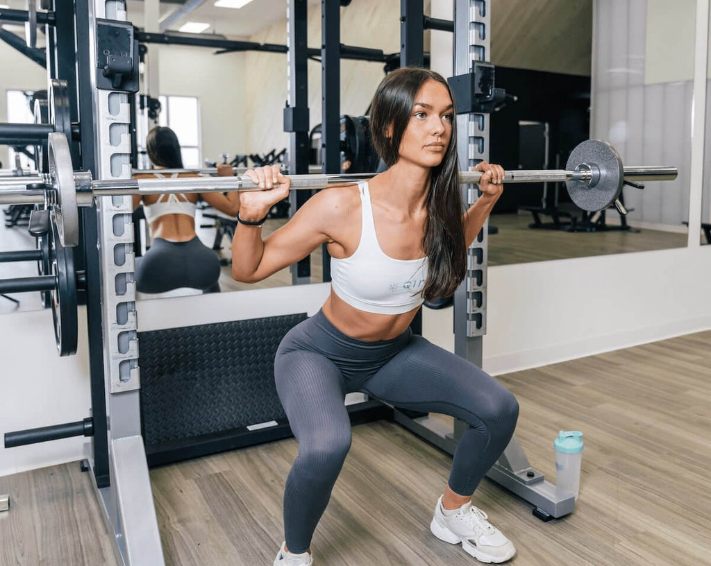3 day split workout: woman lifting a barbell