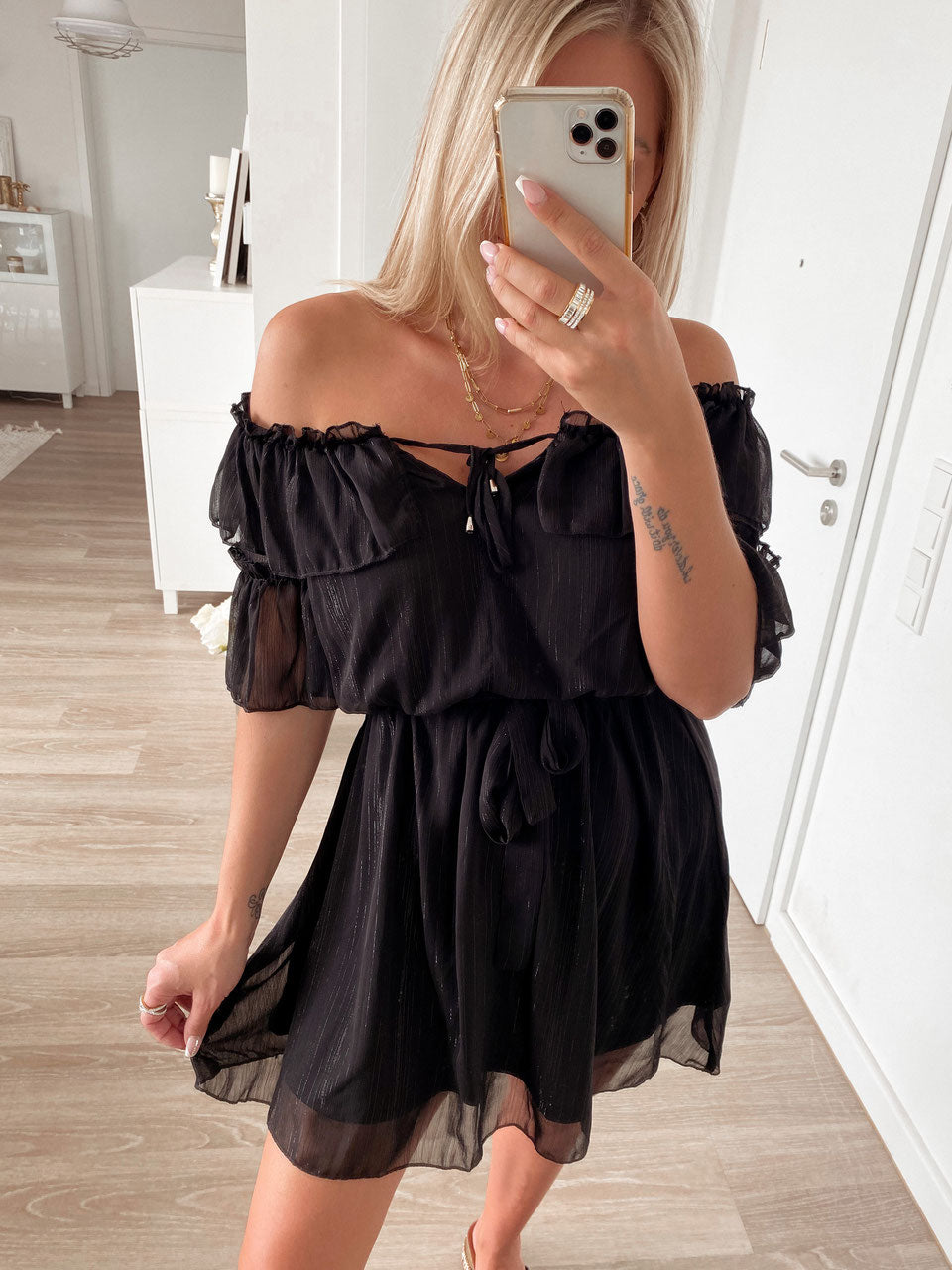 dress 'offshoulder girl'