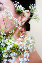 Load image into Gallery viewer, BOTANICA BIJOUX GOLD EAR RING