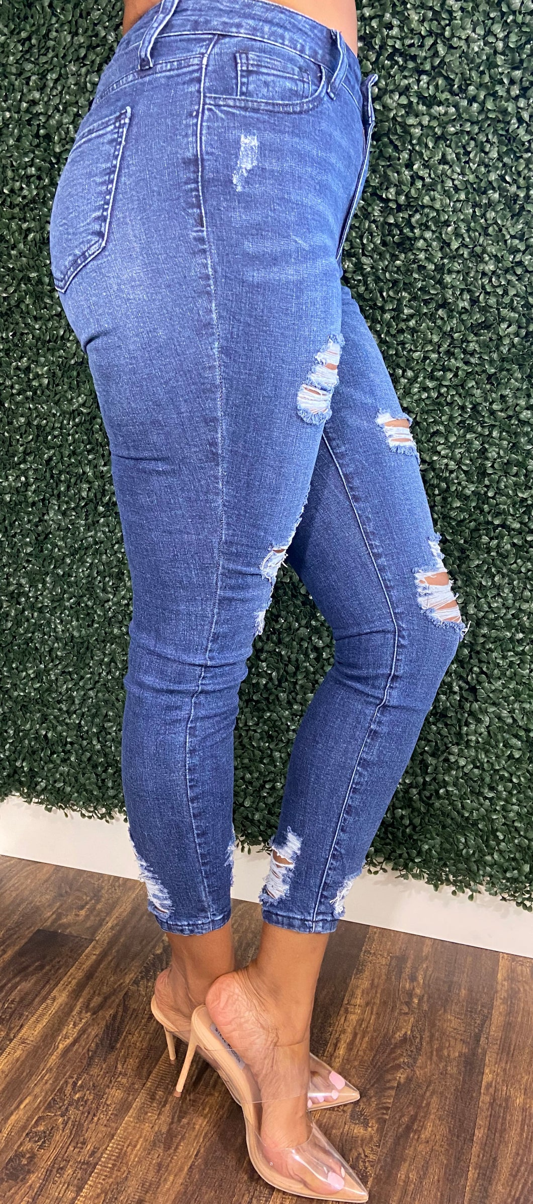 Women's Jeans with Ripped Detail | My Curvy Secrets
