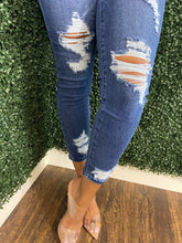 Load image into Gallery viewer, Women's Jeans with Ripped Detail | My Curvy Secrets