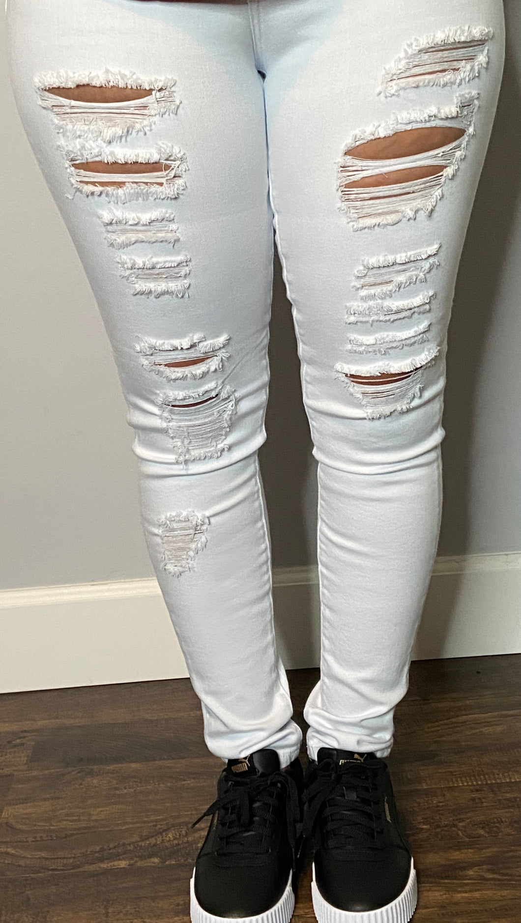 CLASSIC WHITE DISTRESSED DENIM JEANS | DON'T BE SCARED | MY CURVY SECRETS