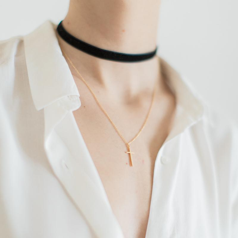 Choker Necklace with Cross