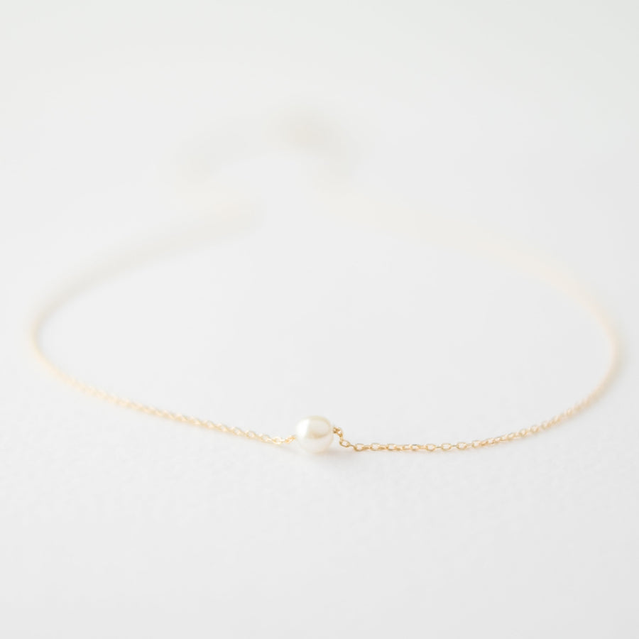 Single Pearl Choker Necklace in Gold