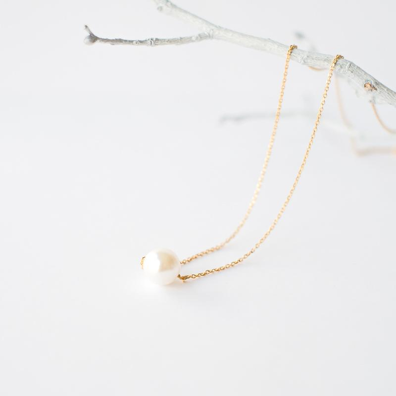 Single Pearl Necklace in Gold