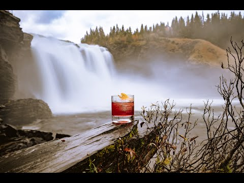 "Load and play video in Gallery viewer, Nordic Negroni Arctic Bramble ""Åkerbär"" 