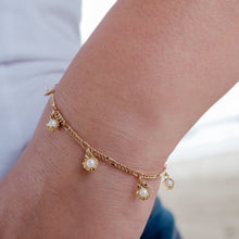 Load image into Gallery viewer, Shell Pearl Gold Charm Bracelet