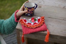 Afbeelding in Gallery-weergave laden, Crochet clutch fannypack by Pollevie