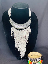 Load image into Gallery viewer, White and Silver Massaï Necklace - Ivory