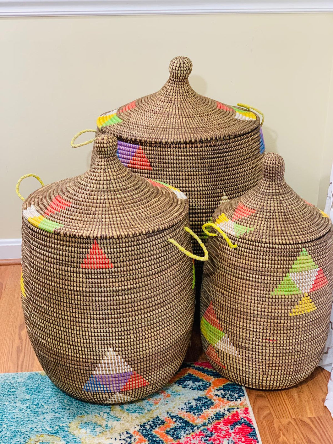Brown hamper with multicolored triangles - MaKumba