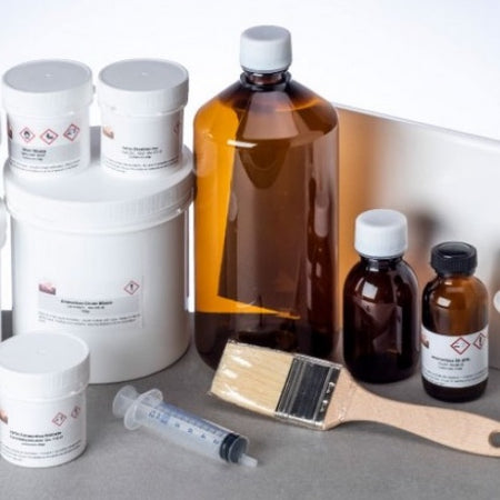 LabOldTech manufactures a series of specific kits for use with the most interesting alternative processing techniques: Cyanotype, Vandyke Brown, Callitype, Platinum / Palladium, Bicromatata Gum, Wet Collodion, and several others.