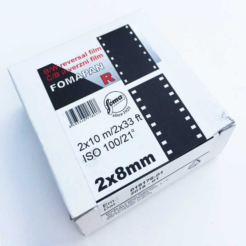 FOMAPAN R is a panchromatic sensitized black-and-white reversal film intended for taking black-and-white transparencies and/or making movies. From the shape of the characteristic curve it is evident that the film is characterized by very good differentiation of fine gray shades both in areas of highlights and shadows. In the areas of normal exposures, the linear part of the characteristic curve shows the gradation of 1,1.