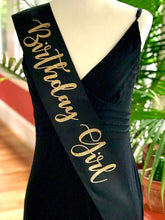 "Load image into Gallery viewer, Bride to Be 4"" Glitter Satin Sash"
