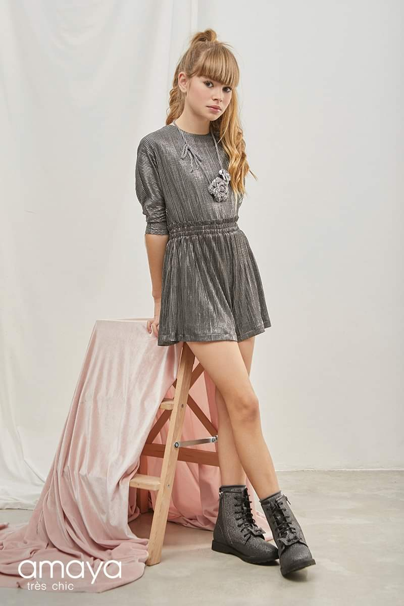 Mono junior plisado Lurex gris