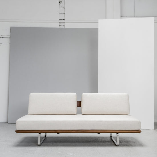 White Daybed with wooden base and contemporary design at EDITO Furniture