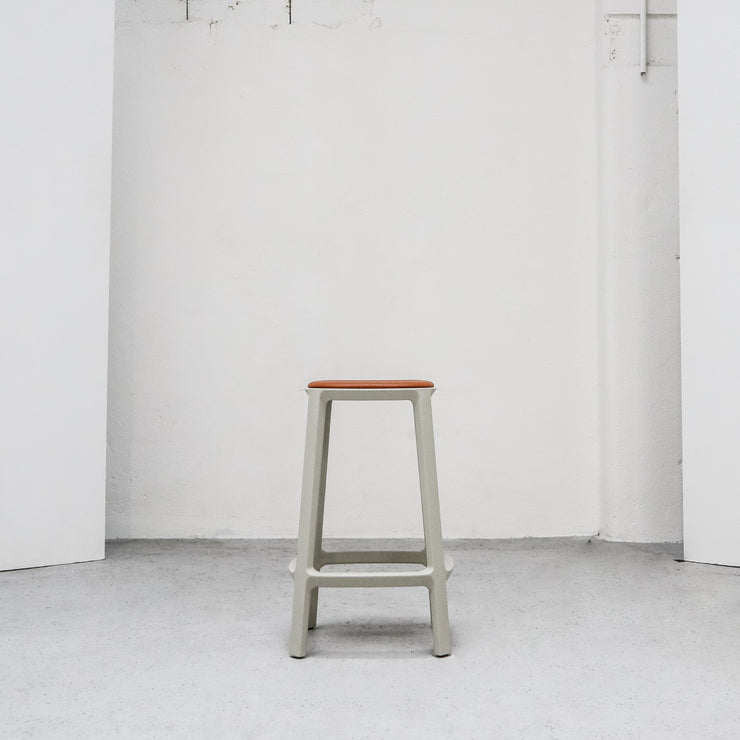 Cadrea Barstool - Stone with Leather Seat