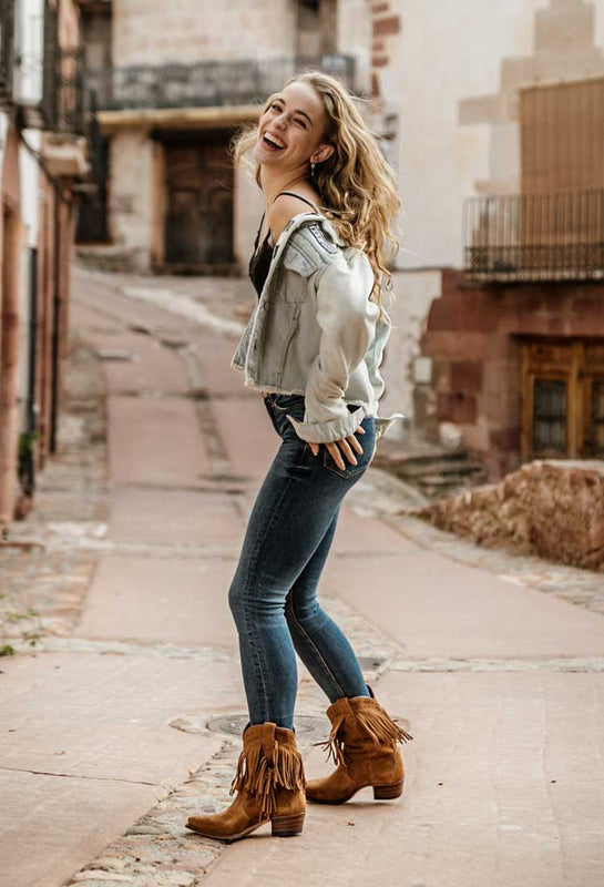 Vintage Santiags style boots in white suede  Pointed cowboy boots in leather  White suede santiags  Short western white shoes