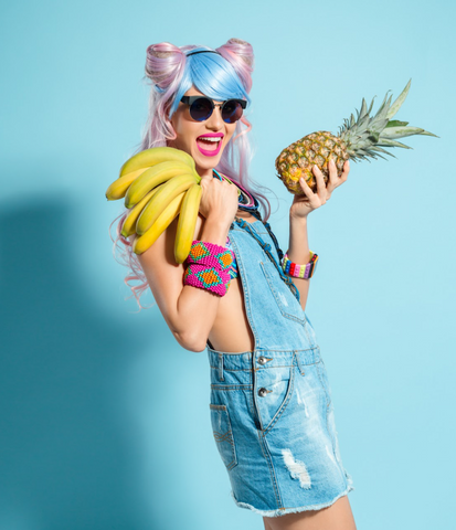 woman holding a bunch of bananas and a pineapple: benefits of a sustainable diet