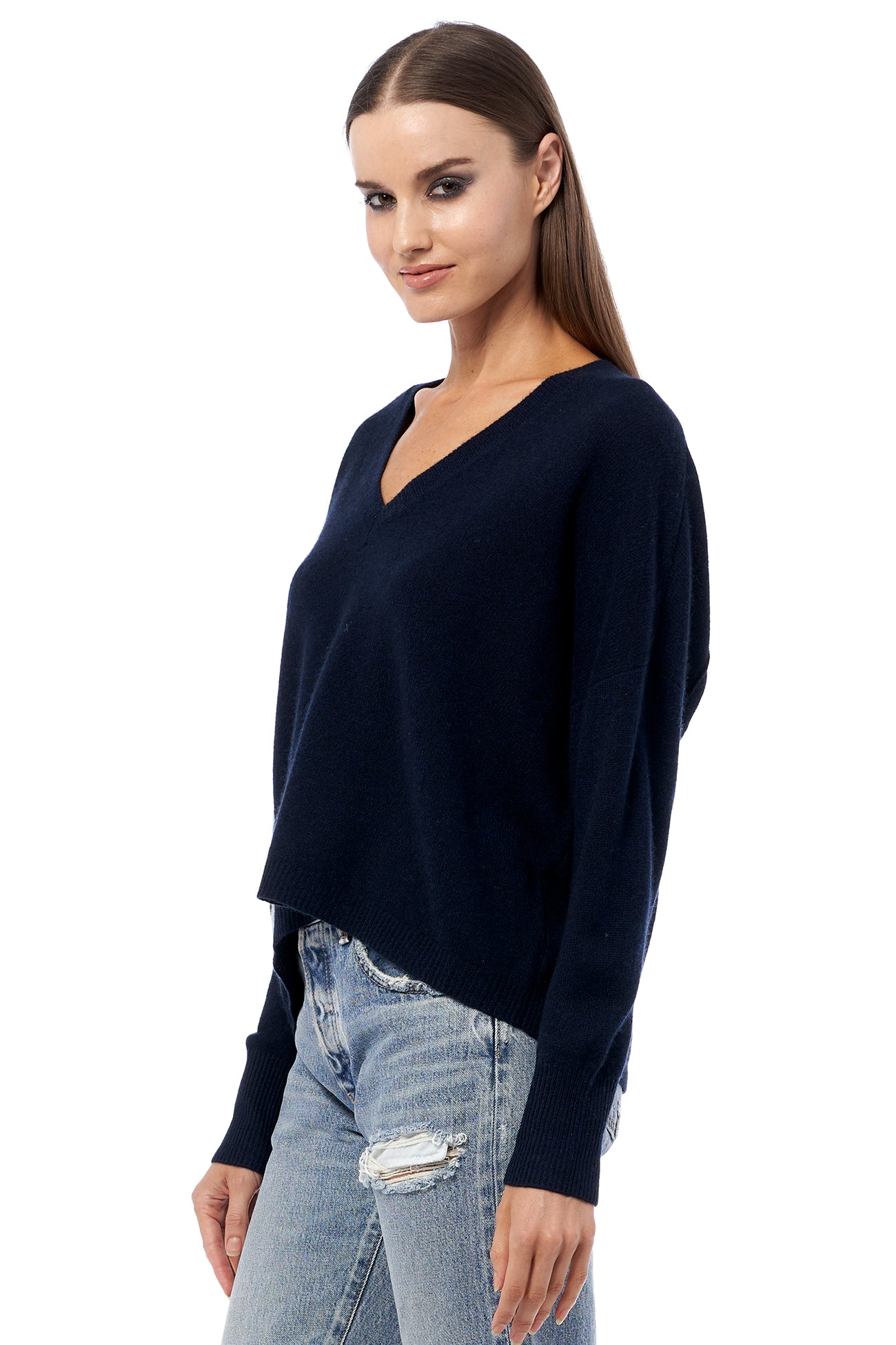 SKULL CASHMERE ALLOY RELAXED MODERN V-NECK CASHMERE SWEATER