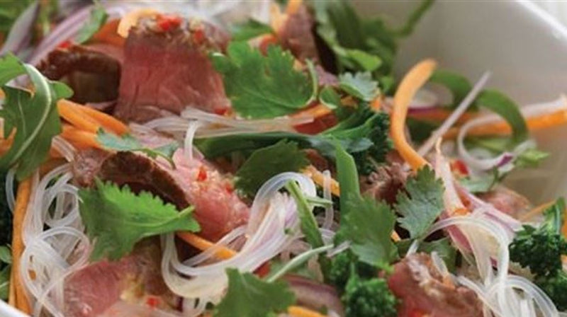 Thai Spiced Beef, Crispy Vegetables and Rice Noodles (gf) 2.5kg