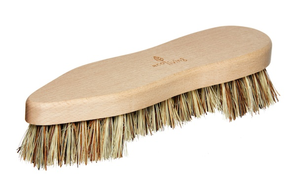 FSC® certified beech wood scrubbing brush.   100% plastic-free scrubbing brush made from plant-based bristles that will not shed micro-plastics into the environment.   100% biodegradable and compostable at the end of its life.   100% vegan and sustainable materials.
