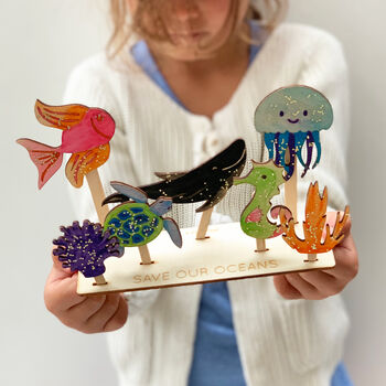 Sea themed play scene kit by Cotton Twist. Enjoy decorating this wooden scene ready to have an under the sea adventure.  The plastic free box contains wooden sea creatures to decorate with water colour pencils and eco glitter glue and a scene to showcase them in. A great way to help keep the message to save our oceans from plastics at the forefront of our minds.