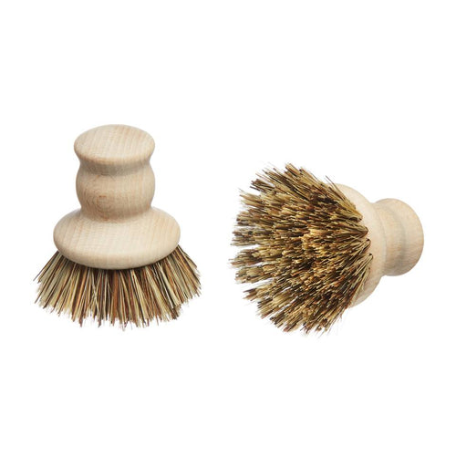 FSC® certified beech wood handle pot brush, with plant-based bristles that will not shed micro-plastics into the ocean. Designed to clean effectively when scrubbing pots and pans, the handle fits perfectly into the palm of your hand.