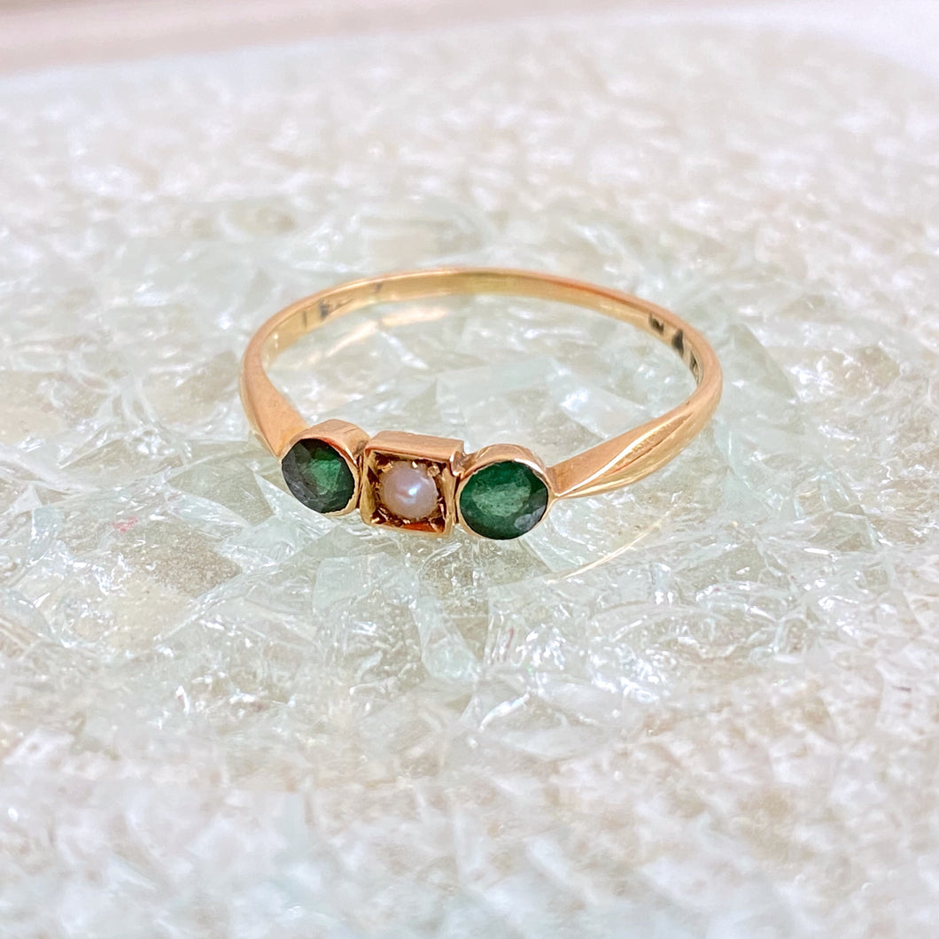 VINTAGE EMERALD AND PEARL VICTORIAN RING