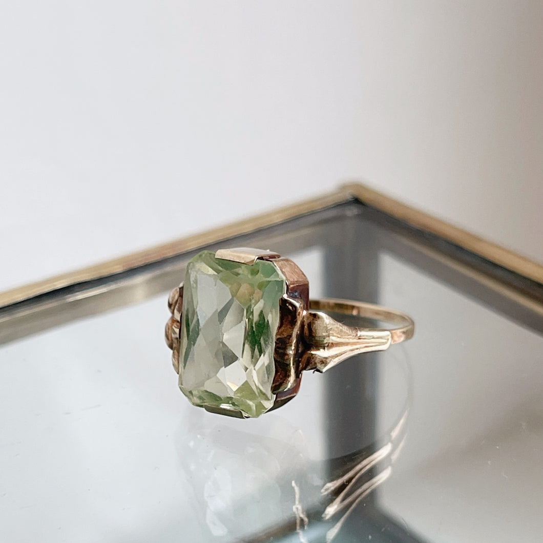 ANTIQUE STYLE RING WITH OCTAGON-CUT LIGHT GREEN SPINEL
