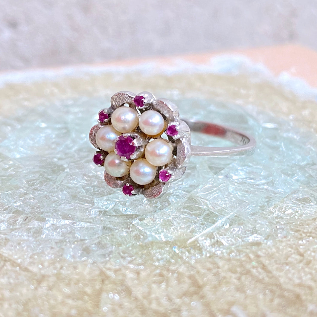 VINTAGE PEARL RUBY DAISY RING