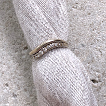 Load image into Gallery viewer, VINTAGE WHITE GOLD DIAMONDS RING