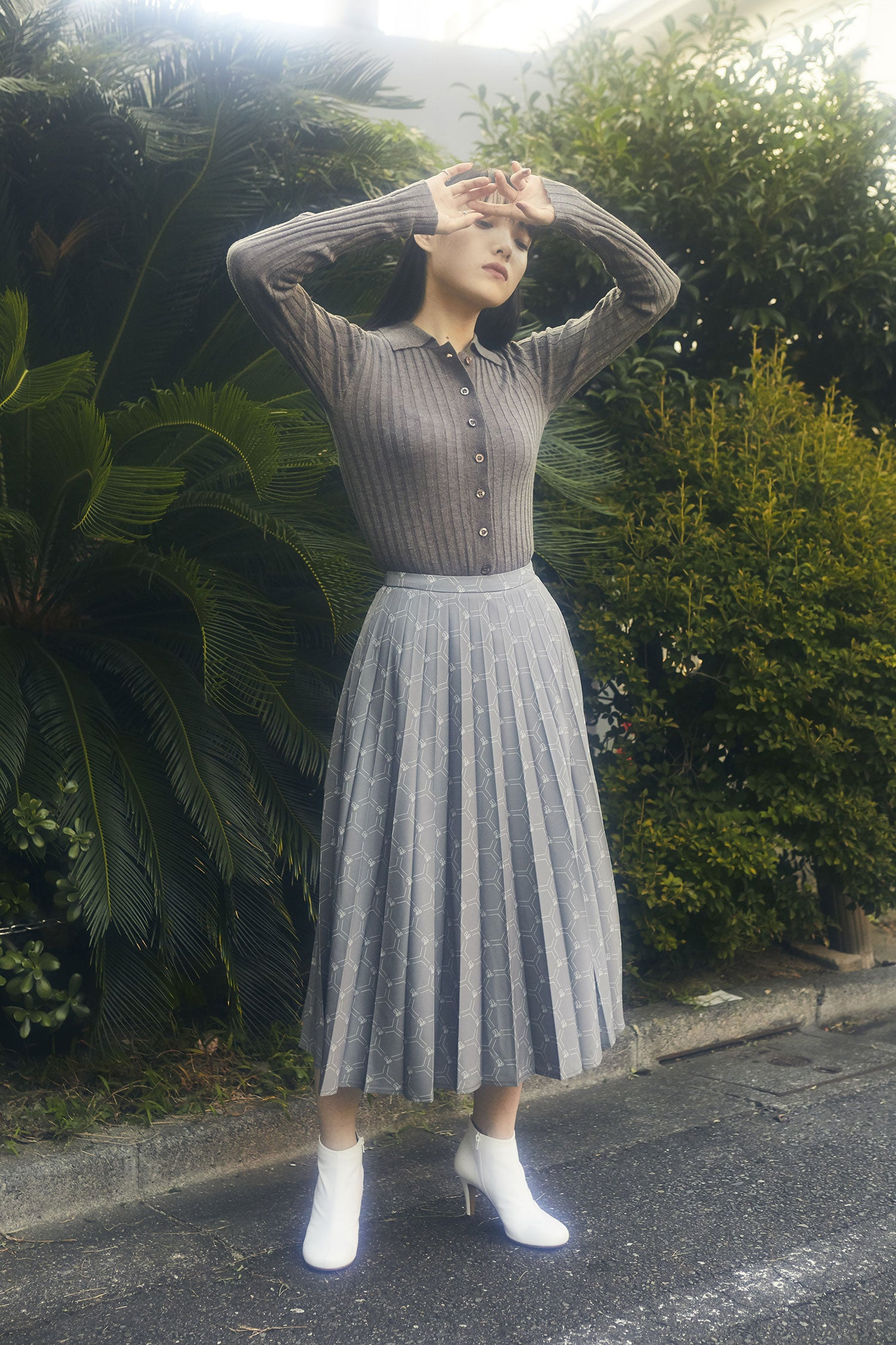 bee pattern skirt -grey-