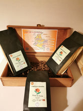 Load the picture into the gallery viewer,Kaffee Geschenkbox-Holzkiste 3x500g.