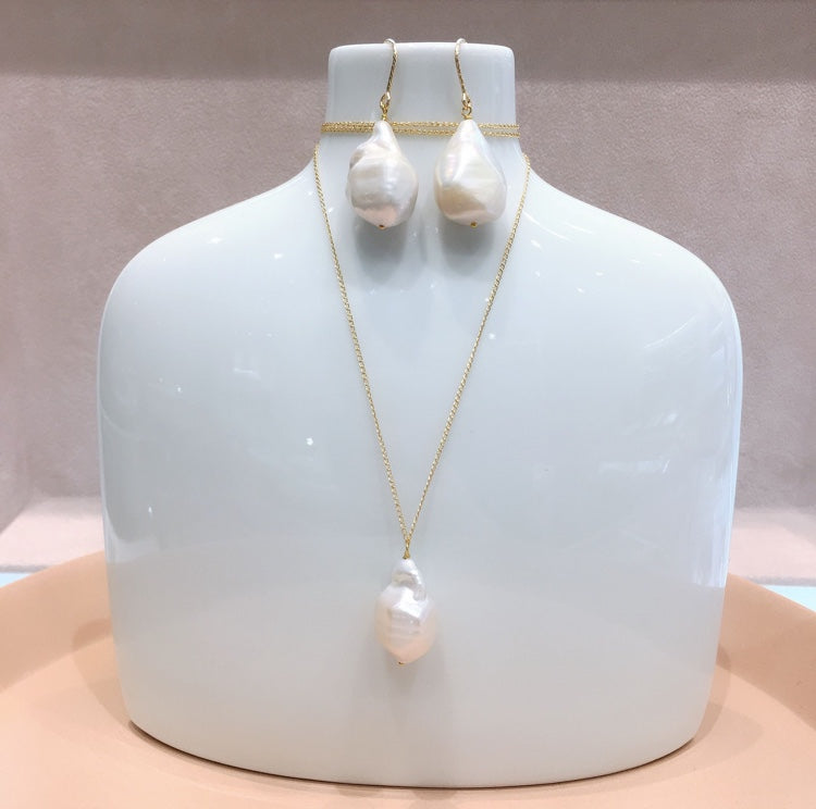 Fresh Water Pearl Necklace with Petit Pearl