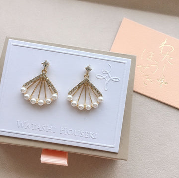 Select Fan-shaped Pierces with Pearl