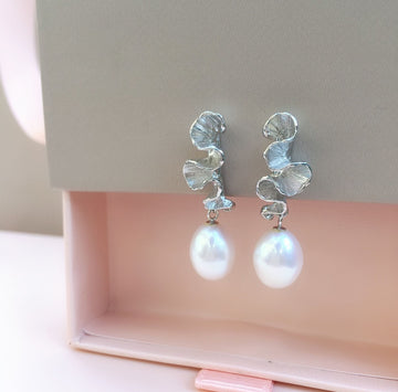 SHAFCA Medium Pearl Earrings with Frills (Gold / Silver)