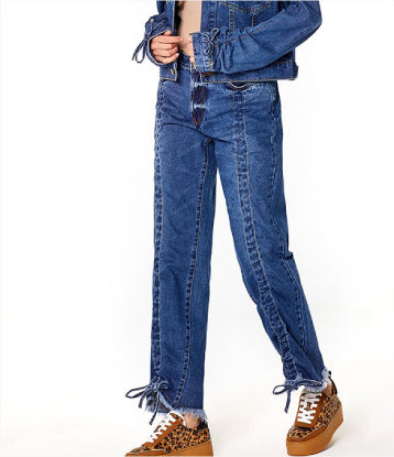 DENIM JEANS WITH FRAYED BOTTOM CONSTRUCTION