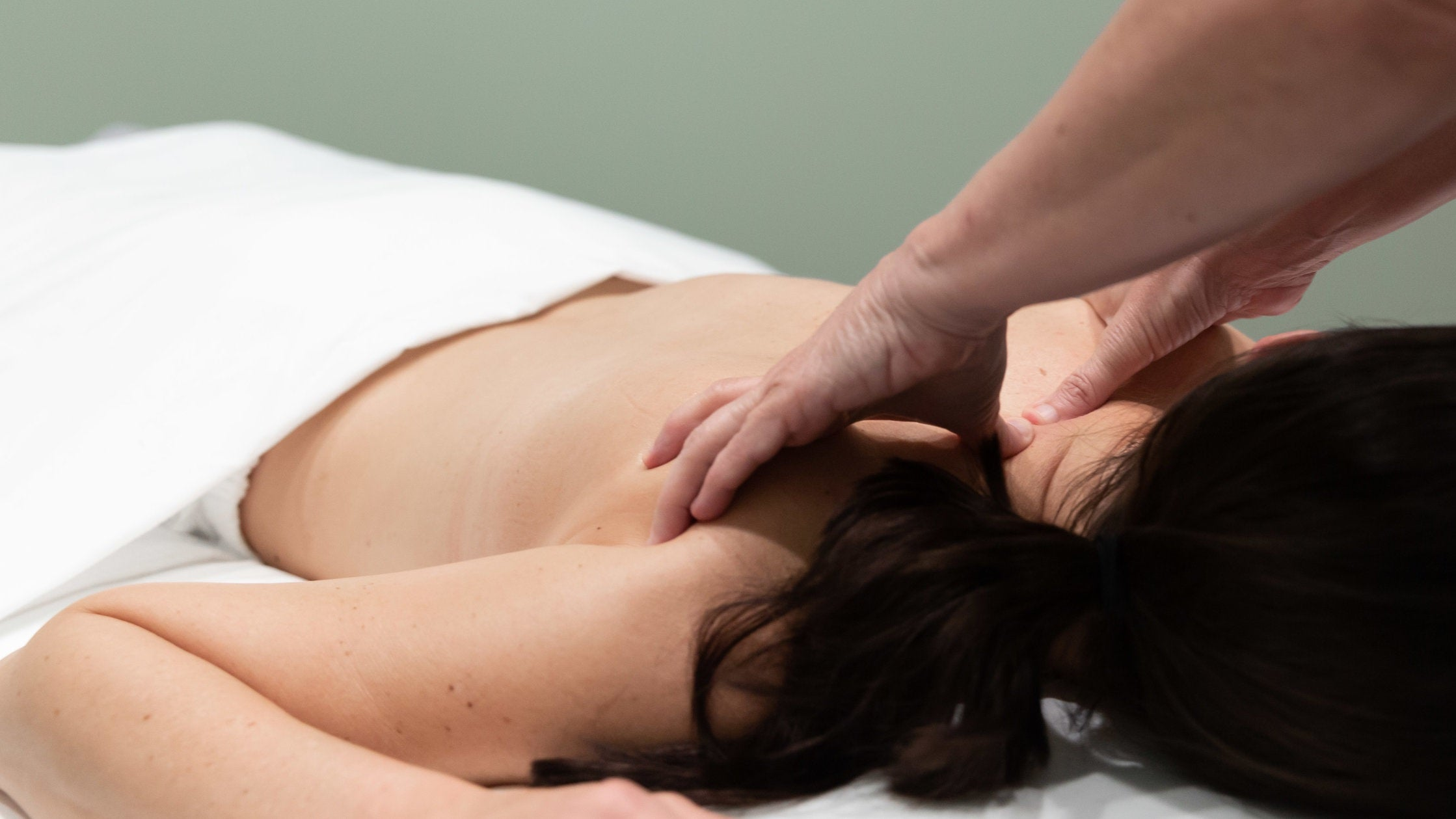 Woman having a massage at Birch Tree Day Spa located in the Ross Bridge neighborhood in Hoover, Alabama