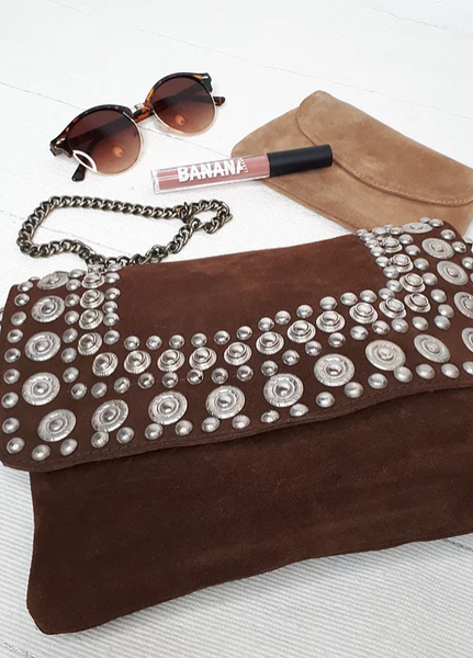 POCHETTE RIVETS MARRON