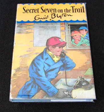 Secret Seven on the Trail by Enid Blyton. 11th impression. Very Good / Very Good.