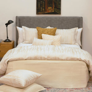 Product with title Escama Throw - THEC-CRE
