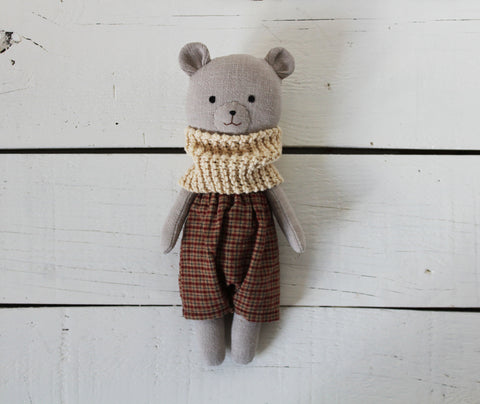 Pepita Calabaza Bear with Checkered Pants and Beige Scarf