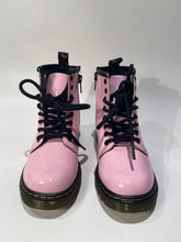 Afbeelding in Gallery-weergave laden, Dr. Martens 1460 patent lamper pale pink