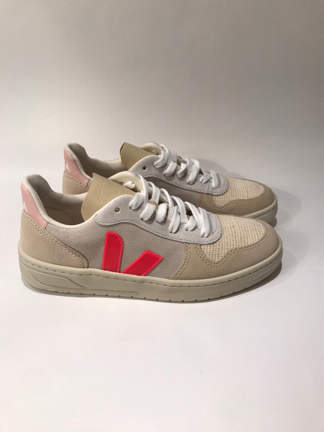 Veja V-10 suede multico natural rose-fluo