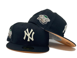 "NEW YORK YANKEES 1998 WORLD SERIES "" GLOW IN THE DARK"" BLACK PEACH BRIM NEW ERA FITTED HAT"