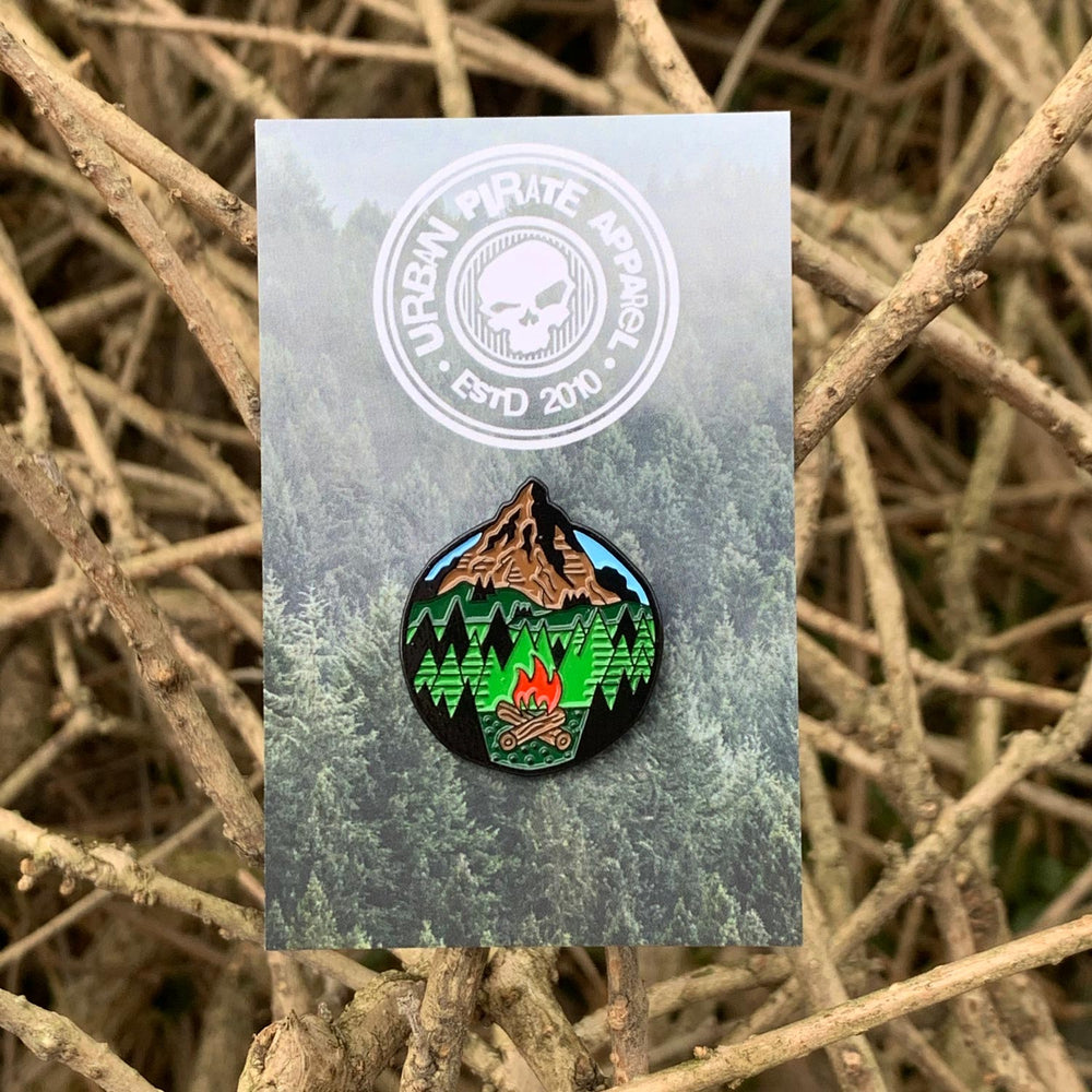 campfire-enamel-pin-hiking-scottish-gift backing card
