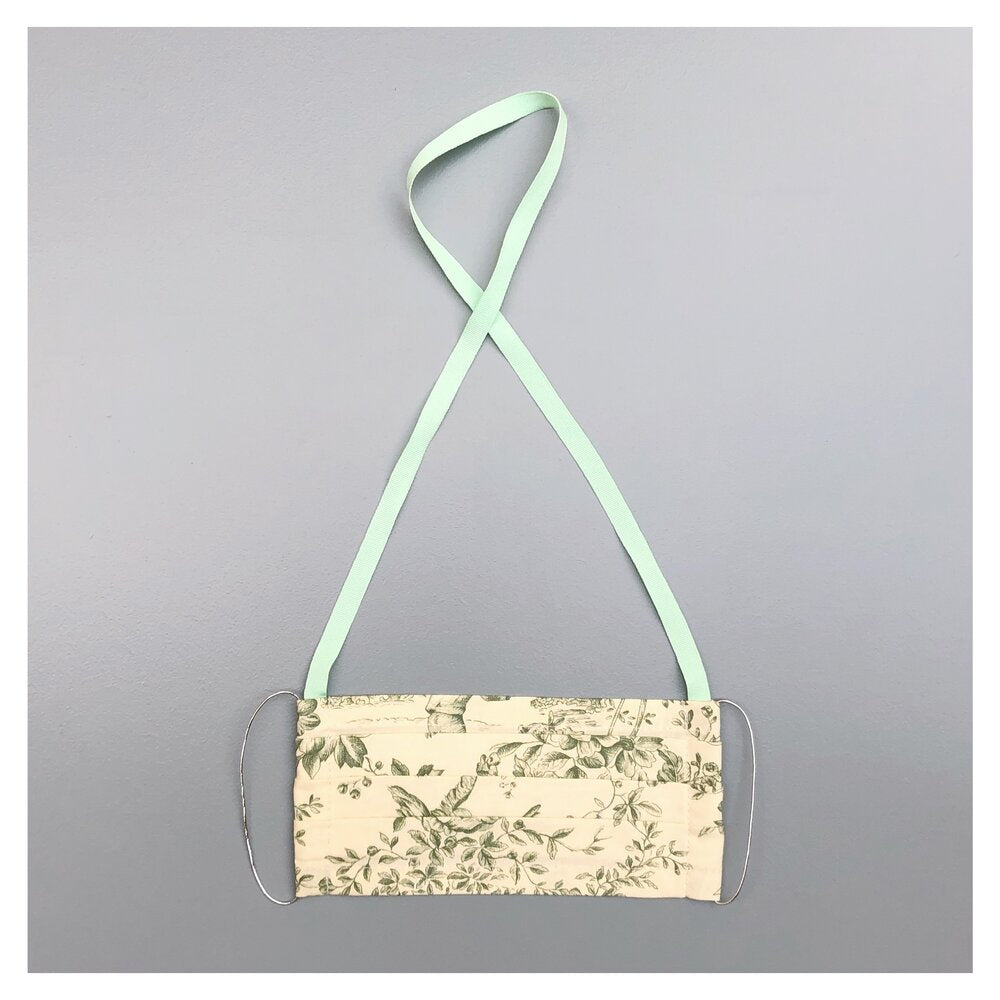 TOILE DE JOUY 'PASTEL GREEN' FACE MASK WITH NECK CORD (M)