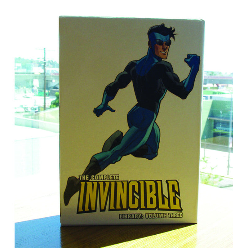 INVINCIBLE The Complete Library Volume 3 - Invincible Issues 48-70