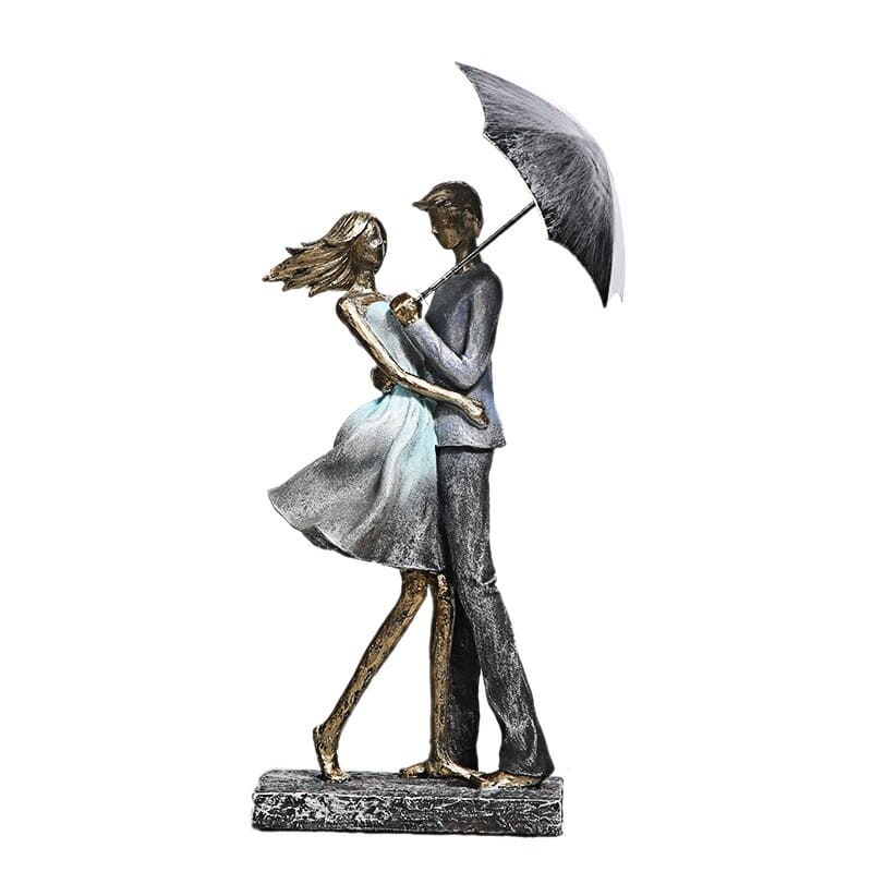 Couple Statue  <br/> Under the Rain
