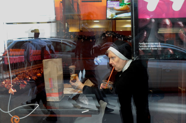 NUN ENJOYING SOME ICE TEA AND A DOUGHNUT, CHICAGO, UNITED STATES OF AMERICA